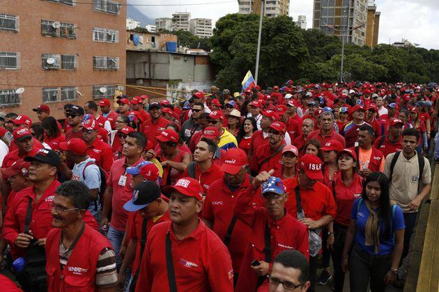 Manifestantes pero esta vez a favor del gobierno de Nicolás Maduro, en Caracas, Venezuela, el 23 de enero...