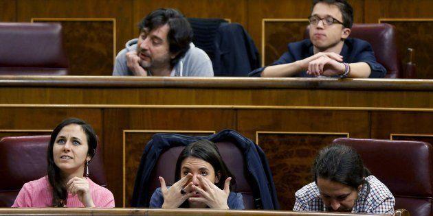 El secretario general de Podemos, Pablo Iglesias, junto a los diputados Irene Montero, Ione Belarra,...
