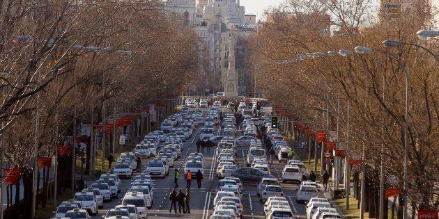 Los taxistas de Madrid acampan en el Paseo de la