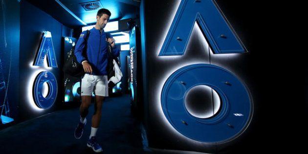 Novak Djokovic en dirección a la pista Rod Laver Arena de