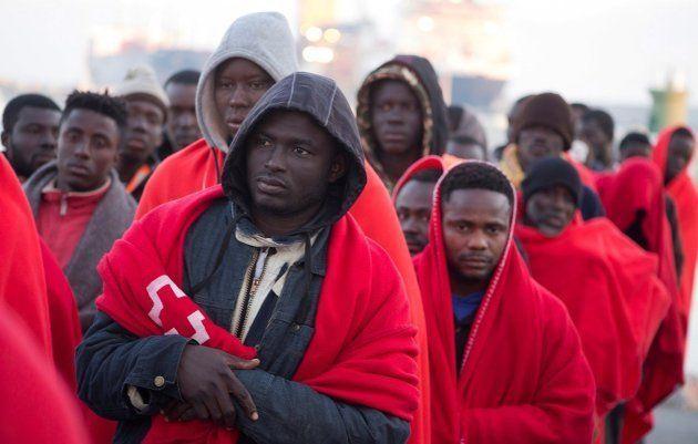 Migrantes rescatados en el Estrecho el pasado martes, a su llegada a Motril