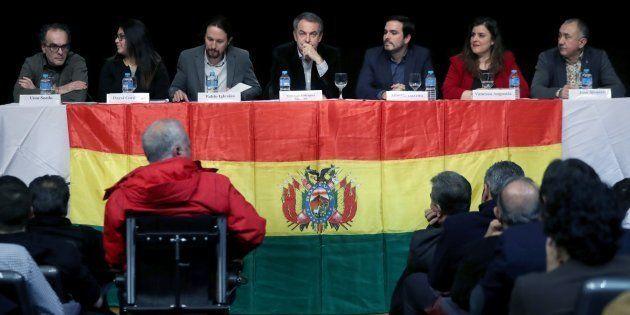 El expresidente del Gobierno José Luis Rodríguez Zapatero, el líder de Podemos Pablo Iglesias, y el de...