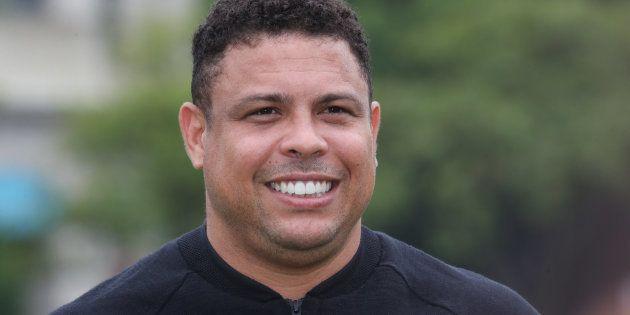 Ronaldo Nazario, ingresado en la UCI por una