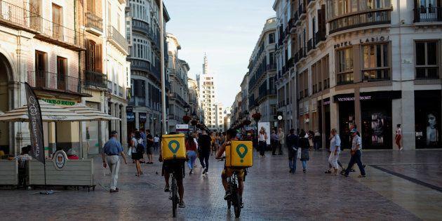 Dos 'riders' de Glovo, en