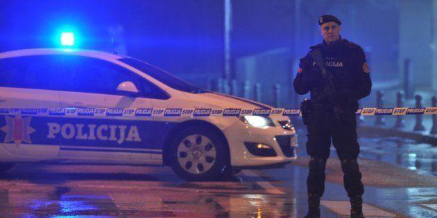 La Policía bloquea la zona que rodea la Embajada estadounidense en Montenegro este miércoles 22 de febrero...