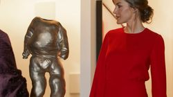 Letizia se convierte en la mujer de rojo para ir a
