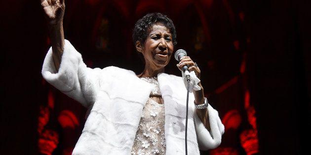 Aretha Franklin, en un concierto benéfico de la Fundación Elton John contra el VIH SIDA celebrado en...