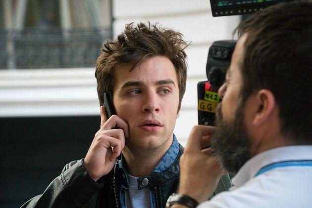 El actor en una escena de 'Bajo la red', la serie de