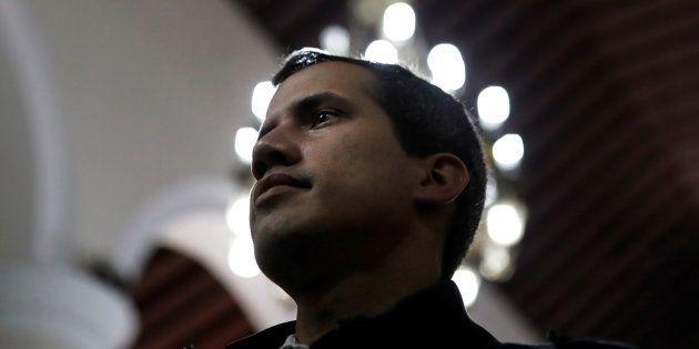 Juan Guaidó, el pasado domingo, oyendo misa en