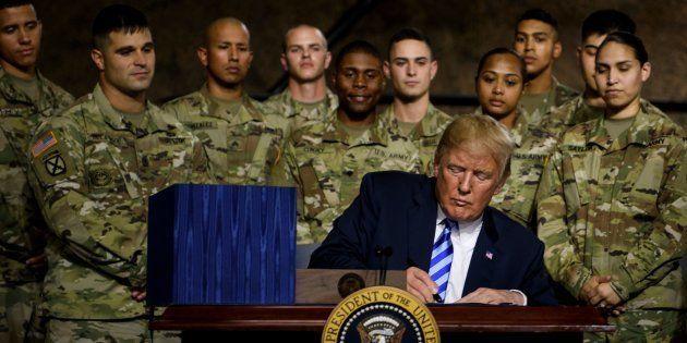 Trump da un presupuesto récord al Pentágono: 716.00 millones de