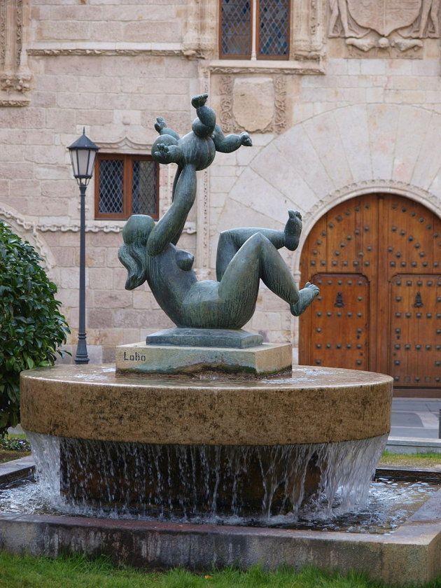 Baltasar Lobo, 'Madre e hijo', escultura en bronce, 1980. Plaza de Zorrilla,