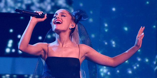 Ariana Grande durante una