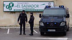 Varios detenidos por incinerar en ataúdes más baratos que los