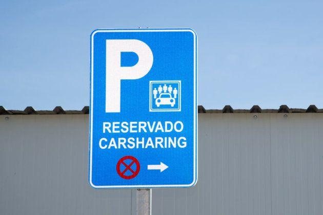 Señal de la zona reservada para los coches