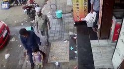 El momento exacto en que un secuestrador rapta a una niña en