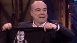 Resines sorprende a Broncano con unas surrealistas camisetas con su