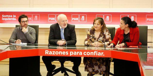 El candidato socialdemócrata a las elecciones europeas, Frans Timmermans, y la jefa de la delegación...