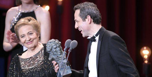 Gustavo Salmerón y su madre Julita en la gala de los Goya