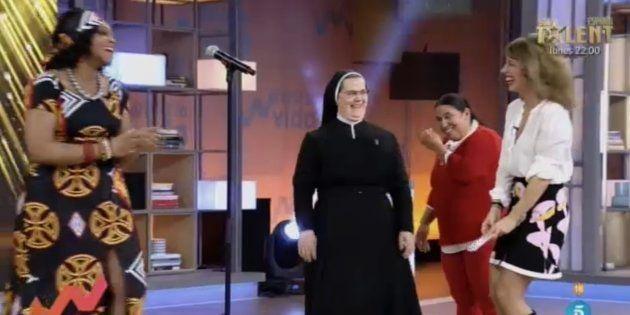 Emma García sufre un ataque de risa en 'Viva la