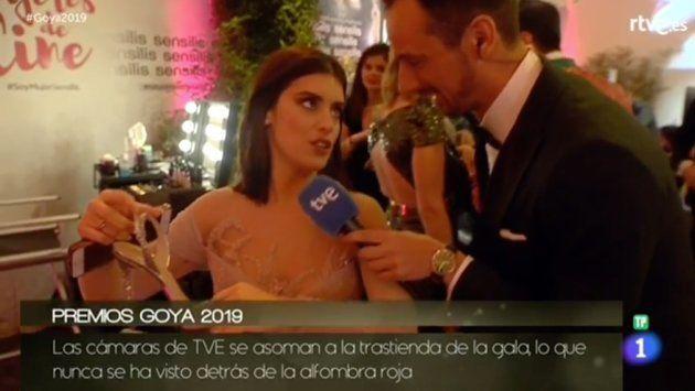 Por qué Dulceida se ha quitado los tacones nada más salir de la alfombra roja de los premios Goya