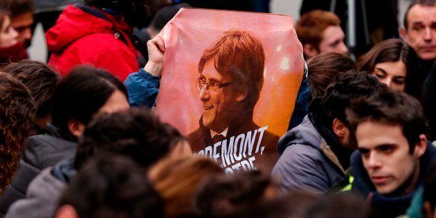 Un cartel de Puigdemont en una