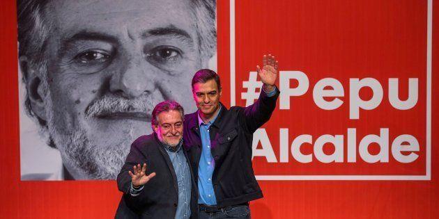 Pedro Sánchez y Pepu