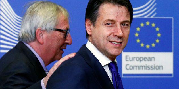 El primer ministro italiano, Giuseppe Conte, junto al presiente de la Comisión Europea, Jean-Claude