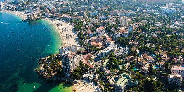Vista aérea de las playas de Palmanova y Torrenova, en