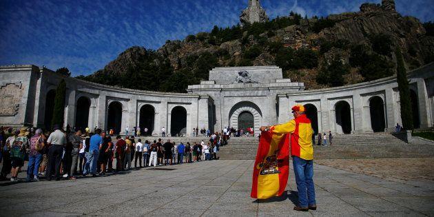 La Fundación Franco amenaza al Gobierno con demandarle si exhuma el cuerpo del