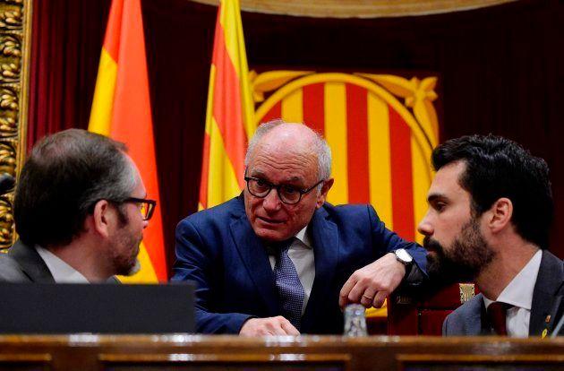 El Parlament aprueba la resolución simbólica que avala a Puigdemont y la