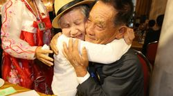 Cientos de coreanos separados por la guerra vuelven a abrazarse gracias a la distensión