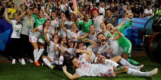 Las jugadoras de la selección española de fútbol femenino sub-20 celebran la victoria sobre