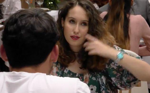La chica susurra a su cita modelo cuál es su mayor fantasía sexual y el chaval se viene (MUY)