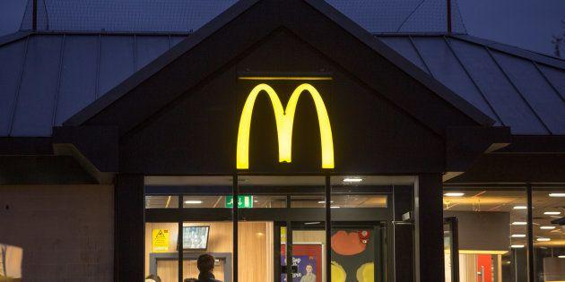 Un cliente, expulsado de un McDonald's por querer dar de comer a un