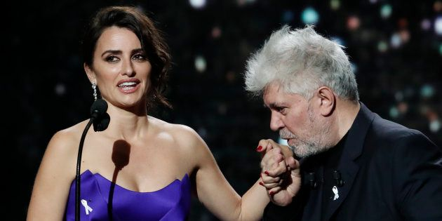 Penélope Cruz recibe el César de Honor del cine francés de manos de