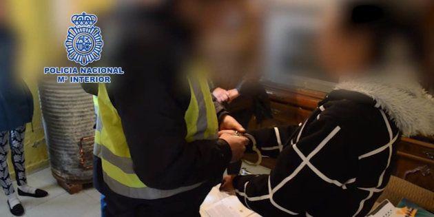 La Policía libera a dos menores que habían sido vendidas por su hermana por 20.000