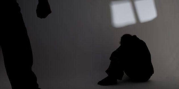 Una adolescente, secuestrada, violada y torturada por 13 jóvenes en