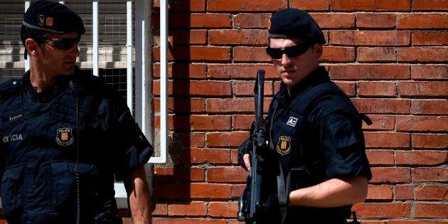 Los Mossos en el apartamento del atacante de