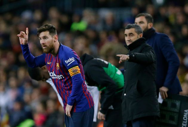 FC Barcelona's Lionel Messi, left, gestures next to his coach Ernesto Valverde during the Spanish La...