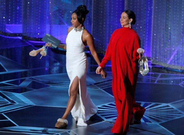 Tiffany Haddish y Maya Rudolph se quitan los tacones en el momento más reivindicativo de los