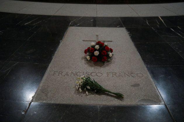 Flores en a tumba de