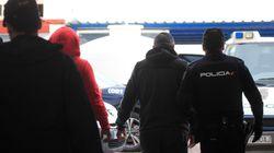 Unos encapuchados intentan quemar con gasolina embarcaciones de Vigilancia Aduanera en
