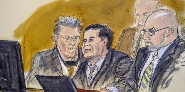 Un caricaturista dibuja al Chapo atento al juicio que se le sigue en Estados