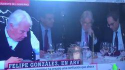 El percance de Felipe González en pleno directo de 'Al Rojo Vivo':