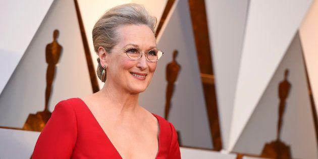Meryl Streep llevó un pin de Time's Up en el pelo en los
