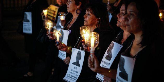 Una vigilia contra los asesinatos de mujeres, en una imagen de