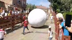 Un joven, muy grave tras ser aplastado por una bola de 250 kilos en el 'boloencierro' de Mataelpino