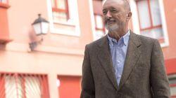 El tuit de Pérez-Reverte que prende Twitter por lo que dice de la exhumación de los restos de