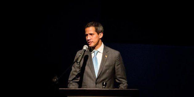 El jefe del Parlamento de Venezuela, Juan Guaidó, ayer durante un acto con estudiantes de la Universidad...