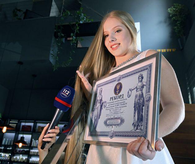 15χρονη «Ραπουνζέλ» στην Ουκρανία σπάει το ρεκόρ με τα πιο μακριά